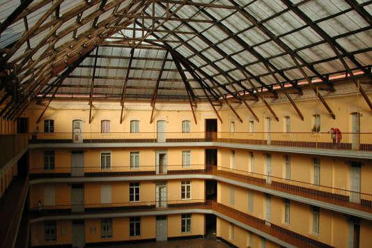 Cour couverte du pavillon central du familistère de Guise (Aisne).