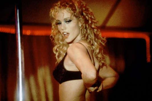 Elizabeth Berkley dans le rôle de Nomi Malone dans « Showgirls », de Paul Verhoeven.