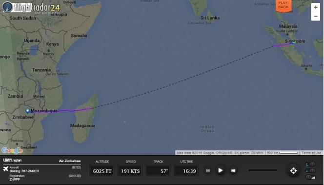 Capture d'écran du vol Flight 1 d'Air Zimbabwe par lequel le président Mugabe a quitté son pays en mars 2016 pour aller se faire soigner à Singapour
