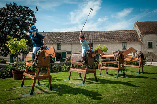 Les mouvements du maillet s'apprennent sur des chevaux de bois. Ici à l'école SC Polo des Stanislas Clavel.
