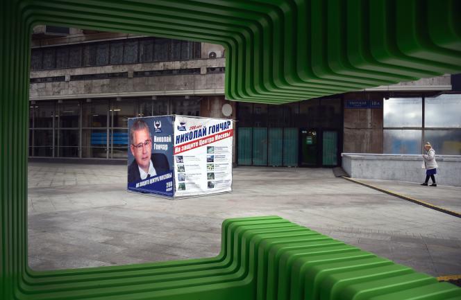 Affiche de campagne pour les législativesd'un candidat du parti de Vladimir Poutine, Russie unie, dans le centre de Moscou, le 13 septembre 2016.