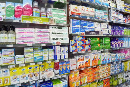 Une pharmacie parisienne, le 14 septembre 2015.