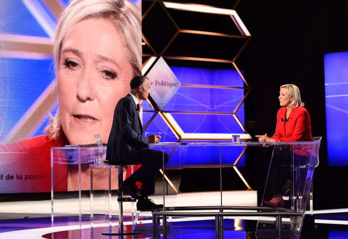 Marine Le Pen, le 11 septembre 2016, face à Gilles Bouleau, au cours de l'émission« Vie politique» sur TF1.
