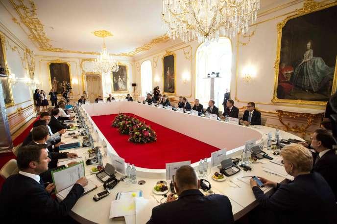 « Finie la communication descendante et paternaliste sur l'Europe, expliquant « au bon peuple » que l'Europe est bonne pour eux. Ça ne marche plus» (Photo:Le 16 septembre, à Bratislava, réunion des dirigeants des 27 pays de l'UE).