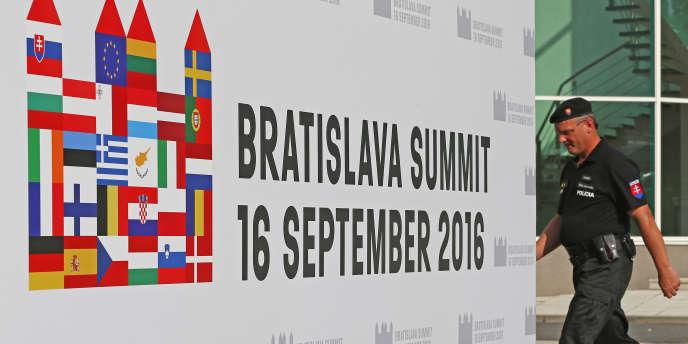 Le sommet des 27, centré sur les questions de défense et les problèmes migratoires, s'ouvre le 16 septembre à Bratislava (Slovaquie).