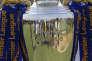 Le trophée de la Premier League remporté par Leicester City en 2016.