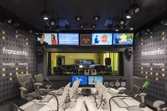 « Soumise à des objectifs d'audience, France 2 a totalement abandonné l'objectif initial de diffusion de la culture « exigeante », au mieux hypocritement reléguée au milieu de la nuit. » (Photo : un studio de franceinfo: à Paris, le 30 août).