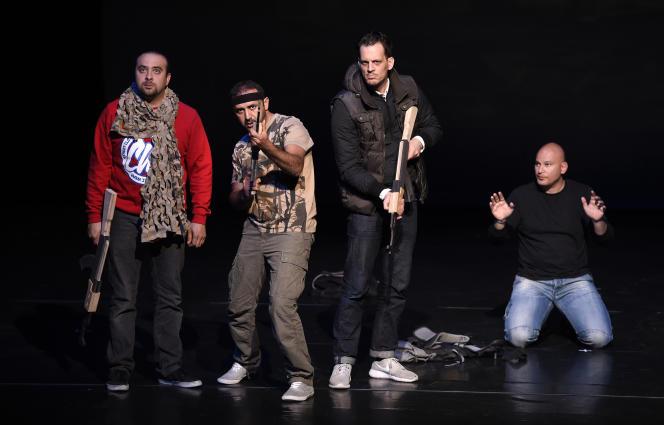 Une représentation de la pièce d'Ismaël Saidi,« Djihad», à Trappes en avril 2016.