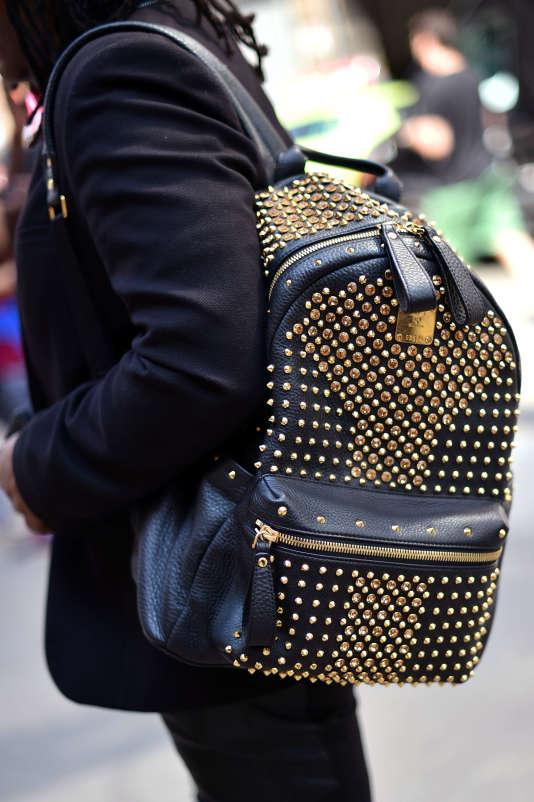 Le sac à dos à une seule bretelle, pendant la Fashion Week de New York, le 8 septembre 2016.