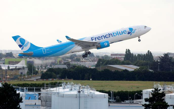 La compagnie Frech Blue à l'aéroport de Paris-Orly, le 10 août.