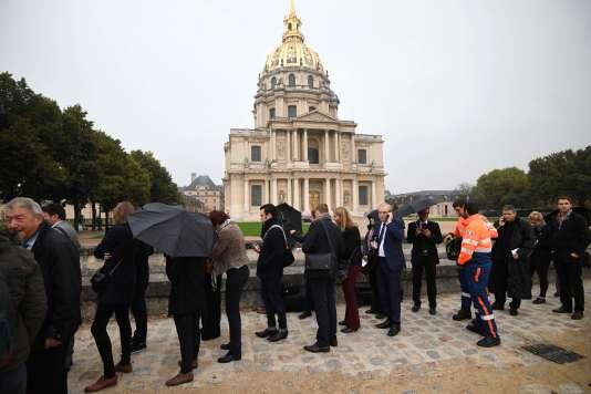 Devant l'hôtel des Invalides avant la cérémonie d'hommage aux victimes du terrorisme lundi 19 septembre.