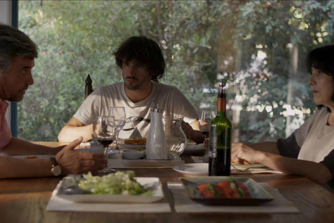 Alejandro Goic, Agustin Silva et Paulina Garcia dans le film chiliend'Alejandro Fernandez Almendras,« Tout va bien» («Much Ado About Nothing»).