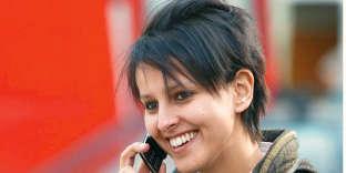 La ministre de l'éducation nationale s'est récemment opposée à Manuel Valls sur la question des arrêtés antiburkini. Il faut dire qu'en matière de mode, ses idées sont bien arrêtées.Une femme pressée ? Parfaitement. Née au Maroc, élevée à Abbeville, Najat Vallaud-Belkacem n'a que 29ans mais elle a déjà été juriste dans un cabinet d'avocats, conseillère du maire de Lyon et conseillère régionale en Rhône-Alpes. Cette année-là, elle devient même porte-parole de Ségolène Royal pour la présidentielle de 2007. La jeune femme avance à un rythme échevelé. Ce qui explique sans doute cette folle coiffure rappelant celle du chanteur d'Indochine, Nicola Sirkis. A moins qu'il ne faille y voir un clin d'œil de spécialiste: deuxans plus tôt, la jeune femme tenait une chronique musicale à la télé lyonnaise.