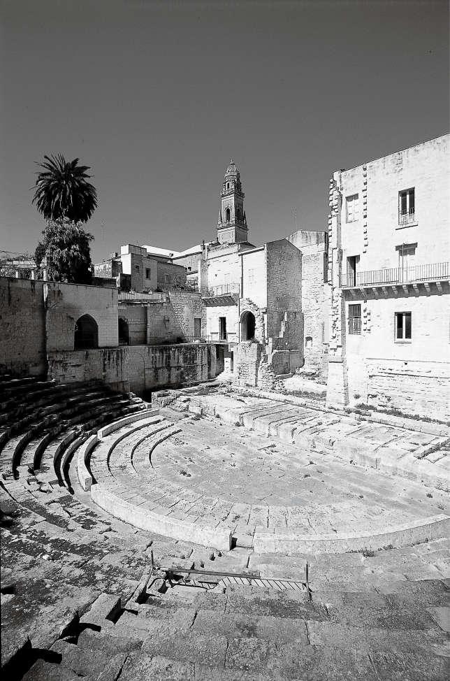 L'amphithéâtre romain de Lecce (Ier-IIe siècle), redécouvert au début du XXe siècle lors des travaux de construction d'une banque.