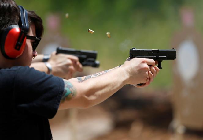 Dans la catégorie de ceux qui possèdent une ou deux armes, on retrouve les détenteurs d'une arme de poing, un petit pistolet qui tient dans un sac à main ou à la ceinture.