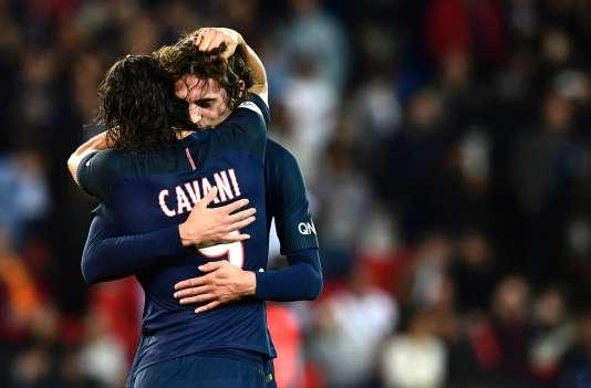 Edinson Cavani et Adrien Rabiot lors du match opposant le PSG à Dijon, le 20 septembre au Parc-des-Princes.