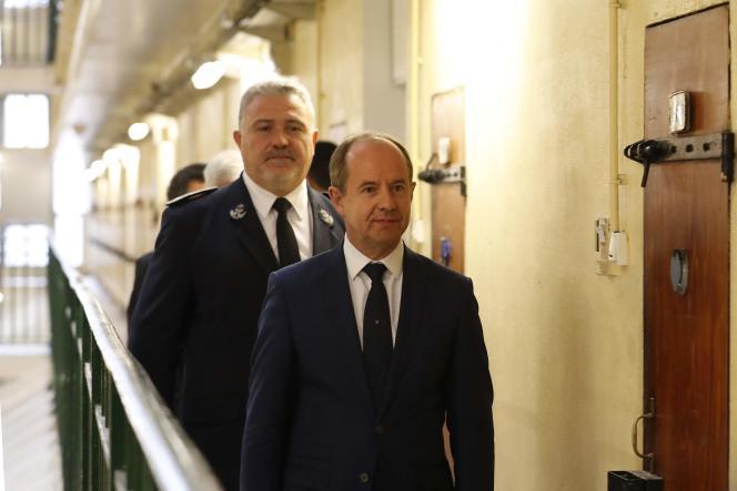 Le ministre de la justice, Jean-Jacques Urvoas, lors d'une visiteà la prison deFresnes, le 20 septembre