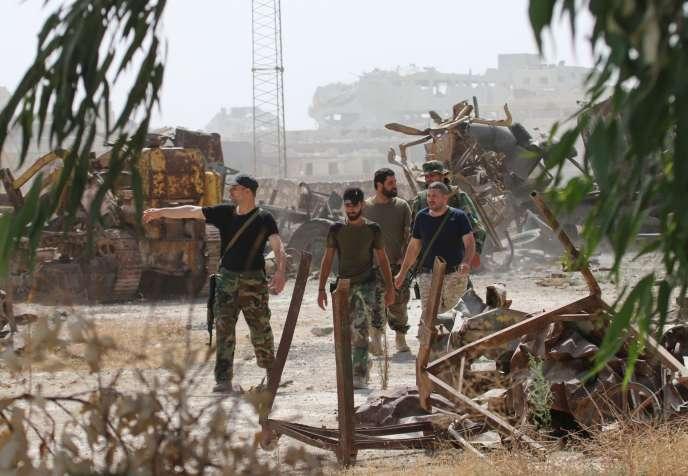 Des combattants prorégime dans le sud d'Alep, le 21 septembre.