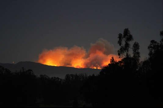 Un feu aux abords de la base aérienne de Vanderberg, en Californie, dans la région de Big Sur, le 18 septembre.