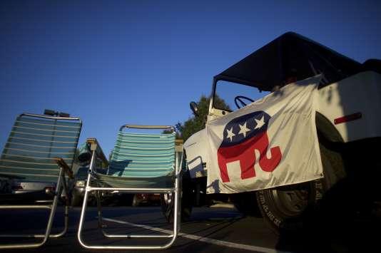 Drapeau du Parti républicain à l'entrée du meeting de campagne électorale de Donald Trump à Aston ( Pennsylvanie) le 13 septembre 2016.