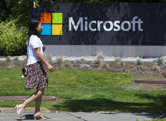 Devant le siège de Microsoft à Redmond, aux Etats-Unis.
