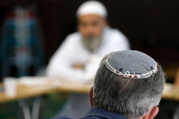 Une réunion du Comité interreligieux pour une éthique universelle et contre la xénophobie.