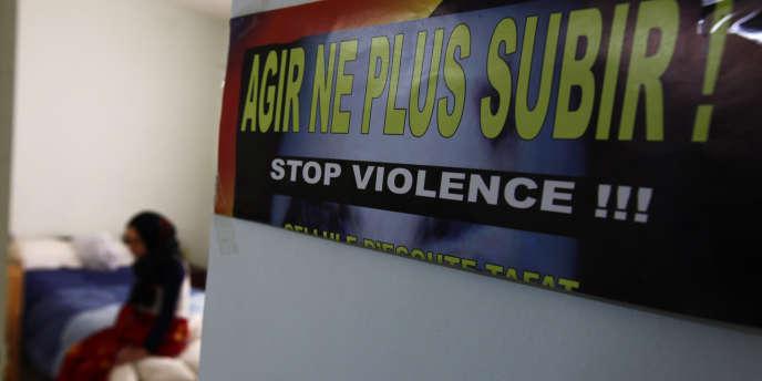 Dans un foyer d'accueil et entraide pour jeunes femmes à Annaba, à 600 km d'Alger, en mars 2010.