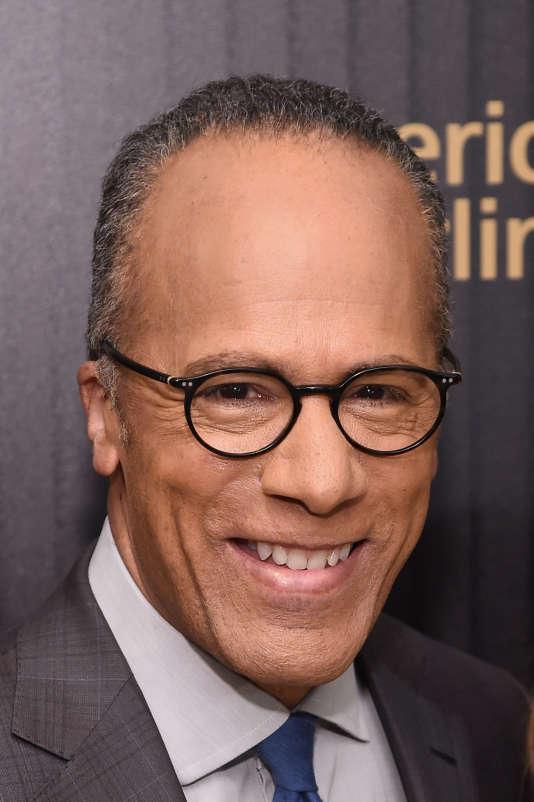 Lester Holt, qui présente aussi Dateline, le magazine d'information de NBC, a dit qu'il comptait interroger les candidats sur trois thèmes.