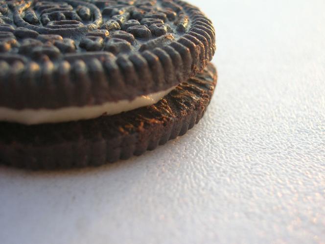 Un biscuit Oreo.