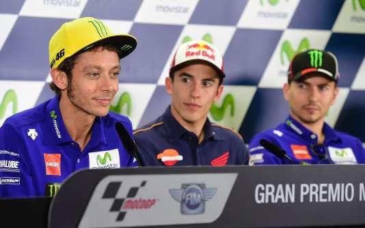 Jeudi 22 septembre, sur le circuit Alcanizd'Aragon (Espagne), les pilotes (de gauche à droite) : Valentino Rossi (Yamaha), Marc Marquez (Repsol Honda) et Jorge Lorenzo ( Yamaha).