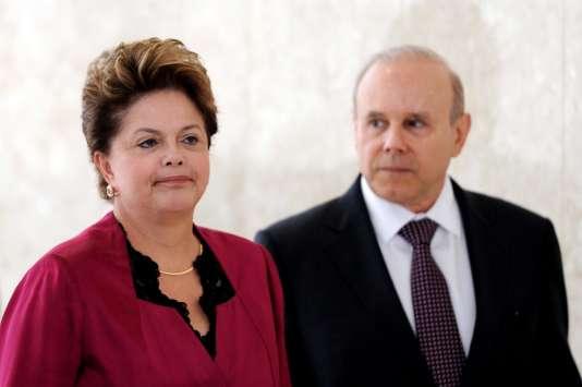 L'ancienne présidente brésilienne, Dilma Rousseff, et son ministre des finances, Guido Mantega, le 30 août 2012.