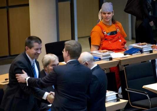 Gerwald Claus-Brunner (à droite), avant l'ouverture d'une première session du conseil local de Berlin, le 27 octobre 2011.