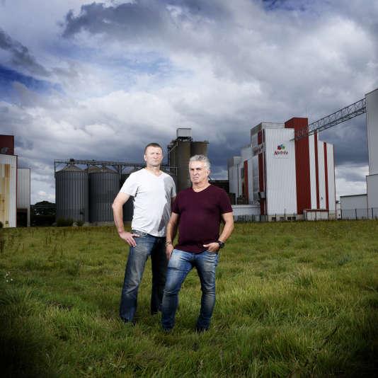 Laurent Guillou et Stéphane Rouxel, salariés de Triskalia et Nutréa, victimes d'intoxication aux pesticides – àPlouisy en Bretagne, en septembre 2016.