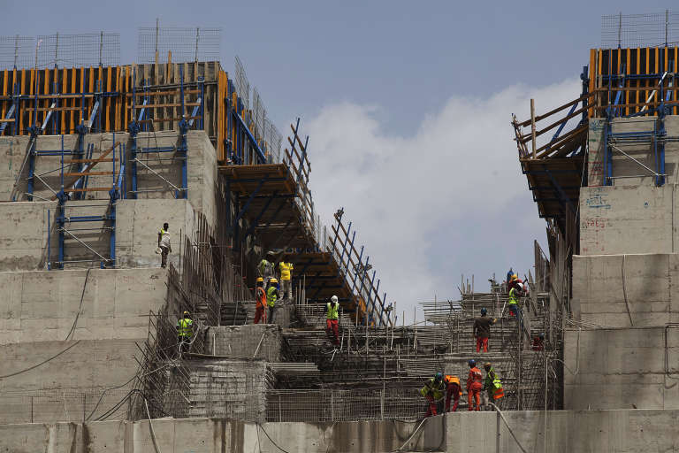 Le Grand barrage de la renaissance éthiopienne en construction en 2015 sur le Nil Bleu.