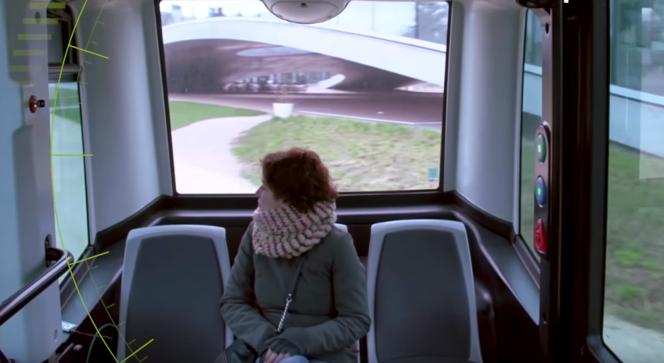 L'EZ10, sans volant, peut accueillir douze passagers, six assis et six debout.