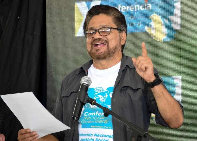 Un commandant FARC annonce le soutien de la guérilla à l'accord de paix.