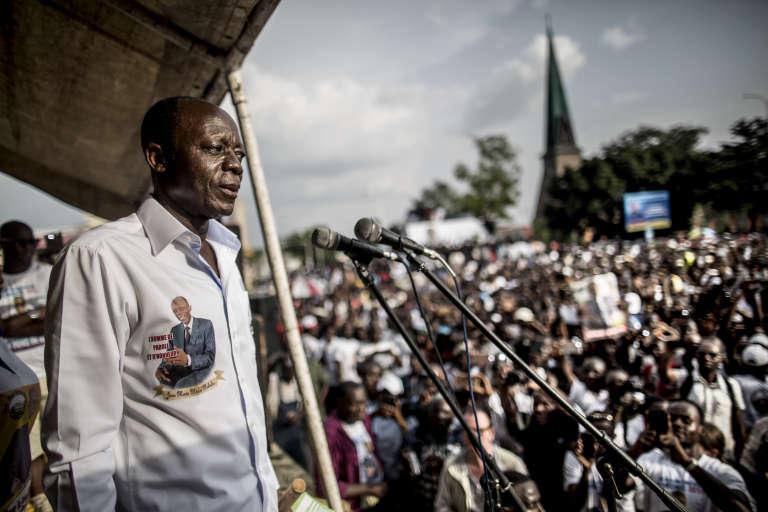 Jean-Marie Michel Mokoko, lors d'un meeting, le 18 mars 2016 à Brazzaville, deux jours avant la présidentielle.