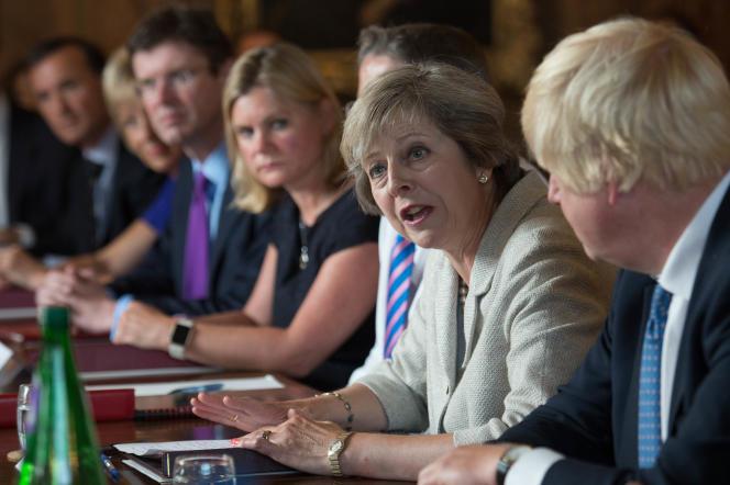 Theresa May (au centre) et Boris Johnson (à droite), le 31 août àEllesborough.