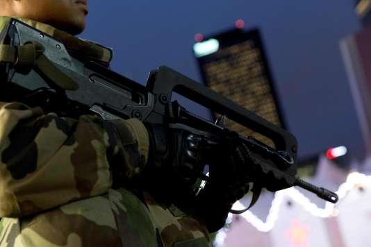 Un fusil d'assaut Famas, utilisé par l'armée française depuis près de quarante ans.