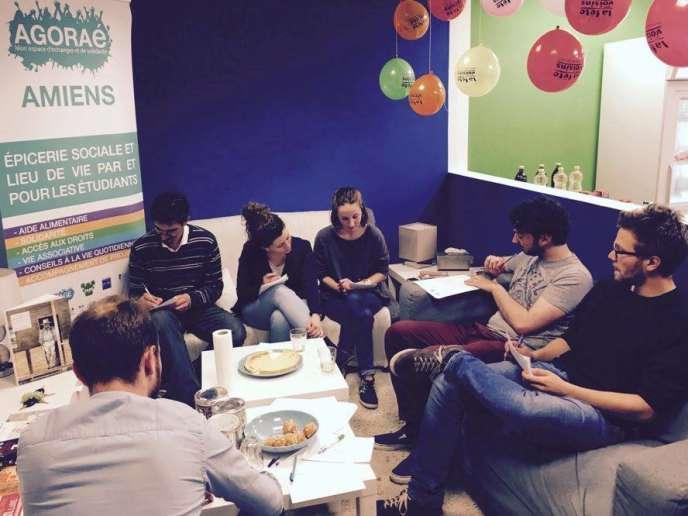 L'Agoraé d'Amiens : un lieu convivial d'échangespour les étudiants en même temps qu'une épicerie solidaire avec une offre de services.
