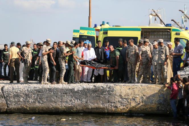 Arrivée des corps au port de Rosette le 22 septembre.