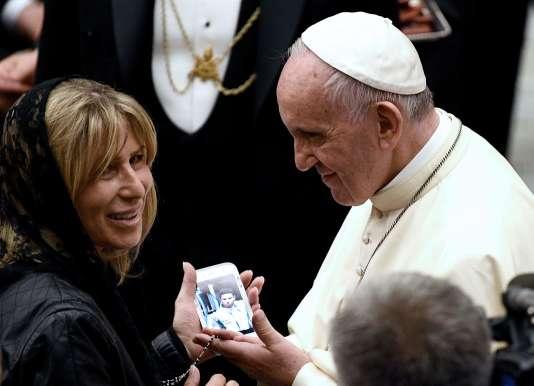 Le pape François a reçu des familles en deuil et des vicitmes de l'attentat de Nice, le 24septembre au Vatican.