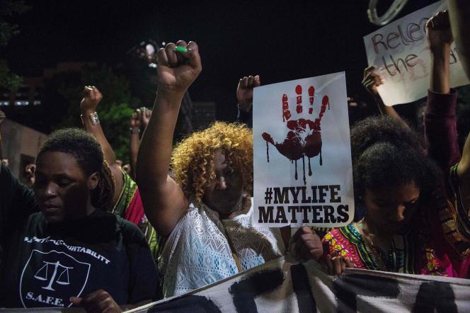 Manifestation à Charlotte (Caroline-du-Nord), après la mort d'un Noir abattu par la police, le 20 septembre.