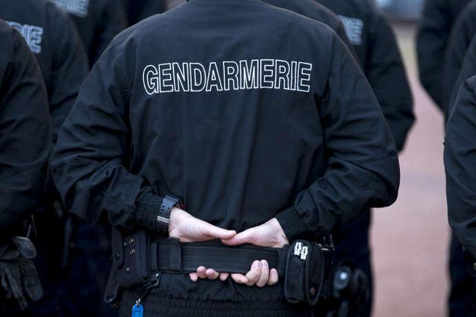 Un gendarme lors d'un déplacement de François Hollande, à Calais, le26septembre2016