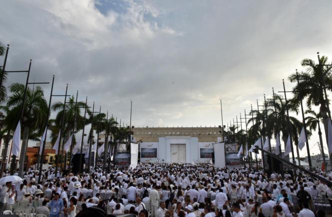 Quelque 2 500 personnes, dont des victimes du conflit, ont assisté le 26 septembre 2016 à la cérémonie de signature de l'accord de paix entre la Colombie et les FARC,àCarthagène des Indes.