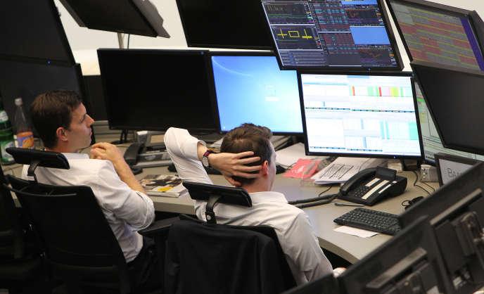 La rumeur d'un lâchage de Deutsche Bank par Berlin a entraîné une chute de plus de 7% du titre en séance.