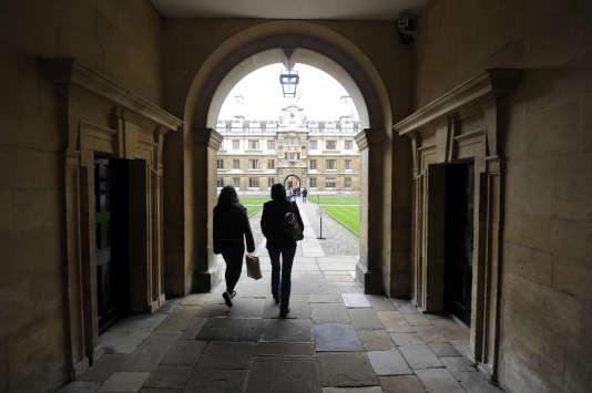 L'entrée de l'université deCambridge, au Royaume-Uni.