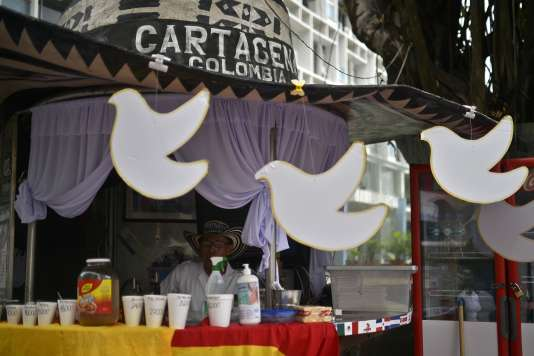 ACarthagène des Indes, le 26 septembre 2016, des colombes, symbole de paix, ont envahi les devantures des établissements.