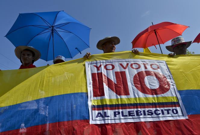 Des opposants au processus de paix entre les FARC et la Colombie lors d'une manifestation à Carthagènes des Indes, le 26 septembre 2016.