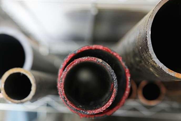 Plus un tuyau est étroit, mieux l'eau s'y écoule... Mais cela n'est vrai qu'aux échelles du milliardième de mètre.